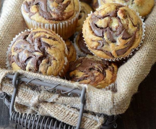 Nutella-Banana-Swirl-Muffins-1-sm